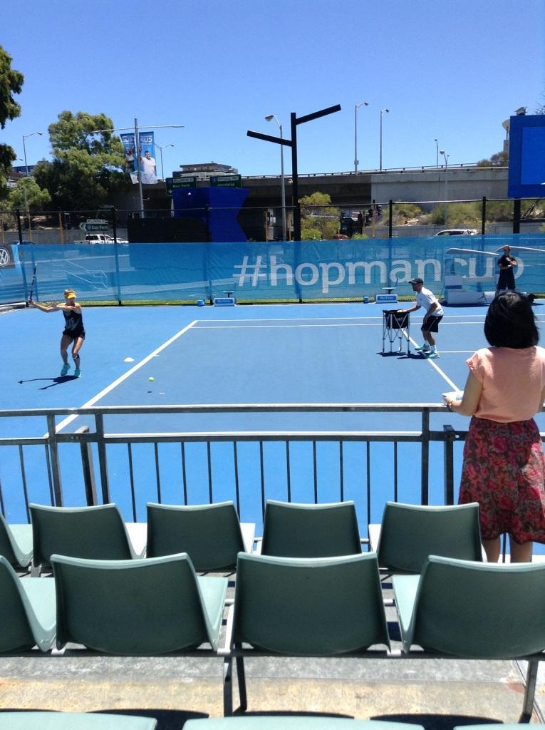EugenieBouchard_practice_court2015