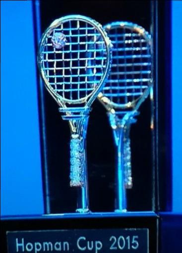 Tennisracquet_trophy_close up