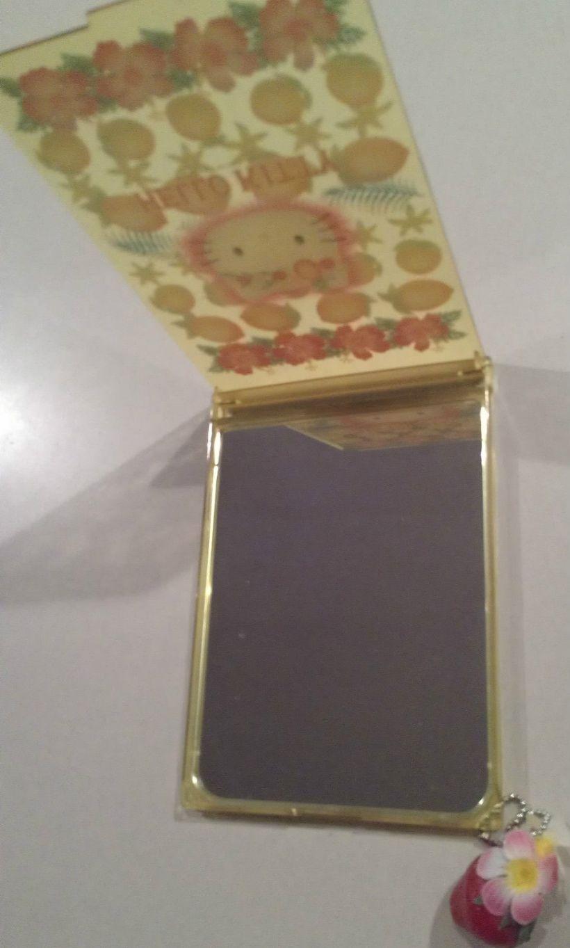 Hello_Kitty_mirror2.JPG