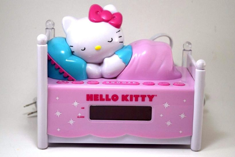 HELLO KITTY LYING CLOCK RADIO1